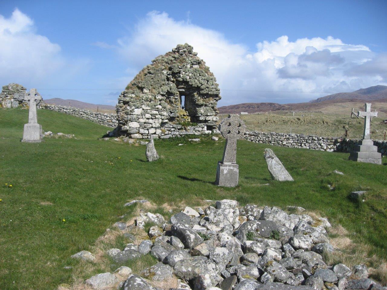 Howmore graveyard ruins